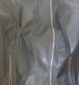 Куртка черная.
