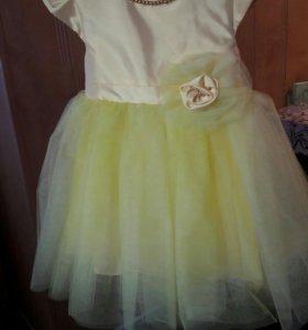 Новое платье на 2-3года.