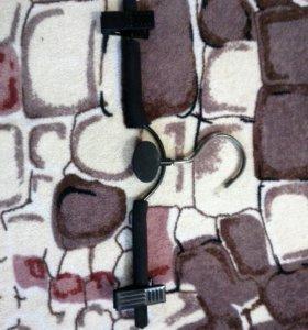 Вешалка с поролоновыми трубочками и прищепками