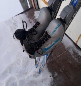 Продам пластиковые лыжи