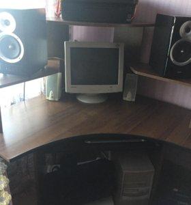 Продам угловой компьютерный стол