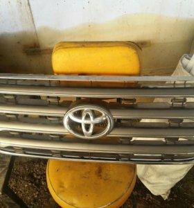 Решетка радиатора Toyota