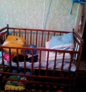 Кроватка детская с маятнтк в хорошем состоянии