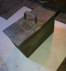 Ящик для инструментов железный