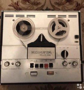 Катушечный ретро магнитофон Комета 209, 1976г