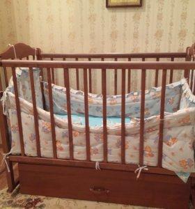 Кроватка и комод