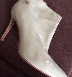 Обувь женская бу.40 размер