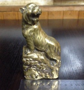 Статуэтка бронза Тигр на скале