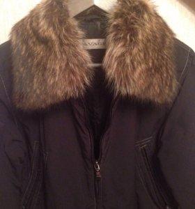 Осенне-весенняя куртка с мехом енота. 44 размер