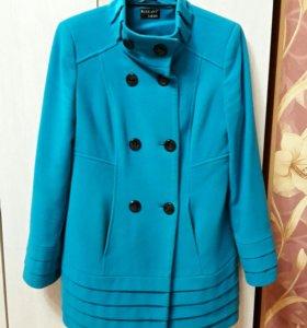 Отличное пальто р.46