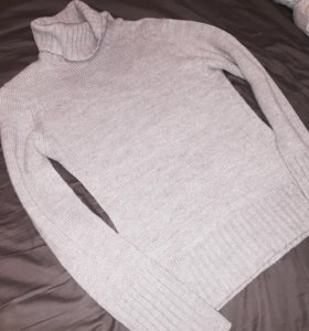 Серый свитер как водолазка с горлом