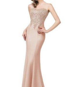 Платье белое 42-46новое