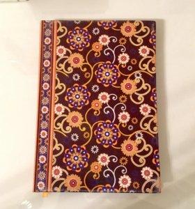 Красивая тетрадь с узорами в твердой обложке