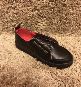 Женская обувь стильная