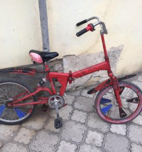 красный складной велосипед