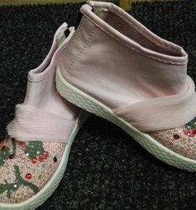 Продам ботиночки 26размер
