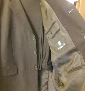 4 костюма мужских. (+2 пиджака, 2 жилета, галст)