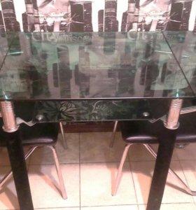 Стеклянный кухонный стол +2 стула