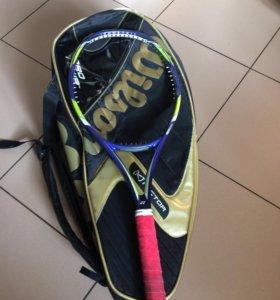 Теннисная ракетка и баул