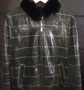 Замшевая куртка- бомбер