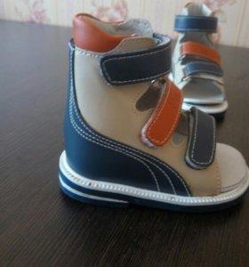 Ортопедические сандалики 19 р