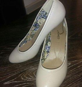 Туфли новые на полный 39й размер