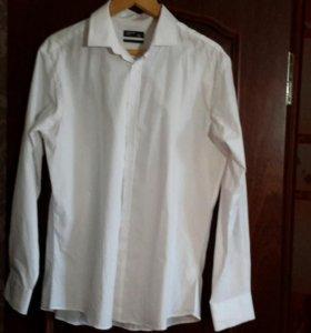 Белые рубашки 5 штук.