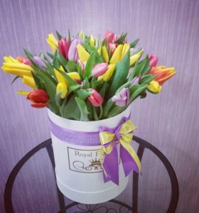 Букеты цветов в шляпных коробках