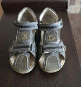 Кожаные сандалии 33 размера