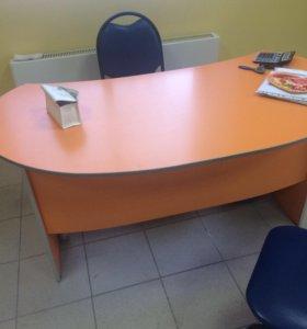Продам стол офисный .89082140210