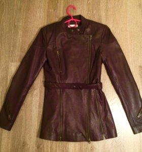Кожаная приталенная куртка