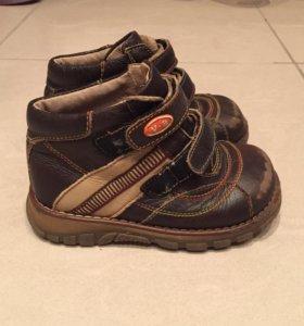 Демисезонные ботинки на липучках