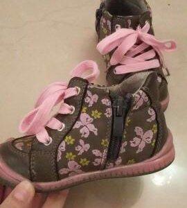 Продам ботиночки весенние