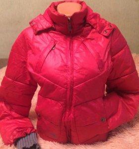 Куртка красная,  демисезонная. Б/у.