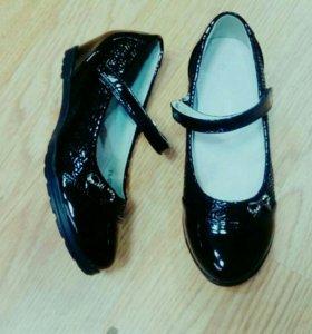 Туфли для девочки новые.
