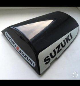 Заглушка вместо заднего сиденья Suzuki GSX R600