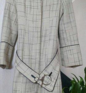 Пальто женское  в отличном состоянии