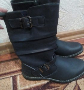 Новые, кожаные сапоги для девочки