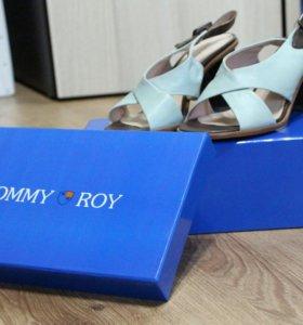 Босоножки Tommy Roy