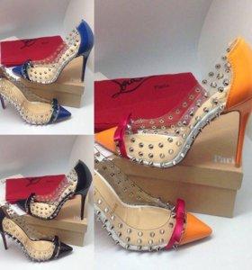 Лабутены, туфли на шпильке с шипами