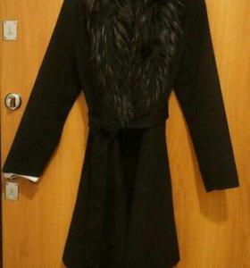 Красивое пальто в идеальном состоянии