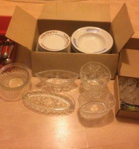 Пакетом салатницы, фужеры, посуда, утварь