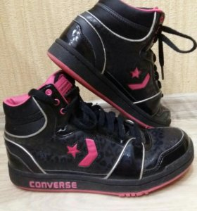 Кроссовки Converse.