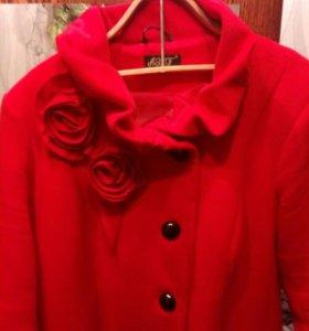 Кашемировое женское пальто.