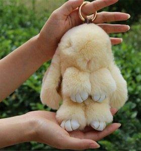 Брелок меховой кролик Кремовый(14см)