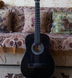 Гитара в хорошем состоянии играет. Хорошо