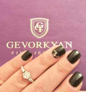 Шикарное золотое кольцо с бриллиантами