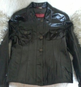 Кожаная куртка натуральная лак (плащ).