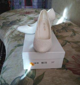 Свадебные нарядные и очень красивые туфли