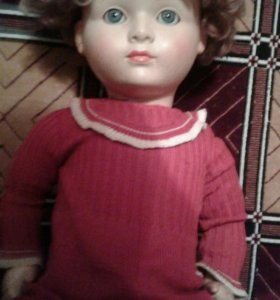 Кукла с фарфоровой головой.
